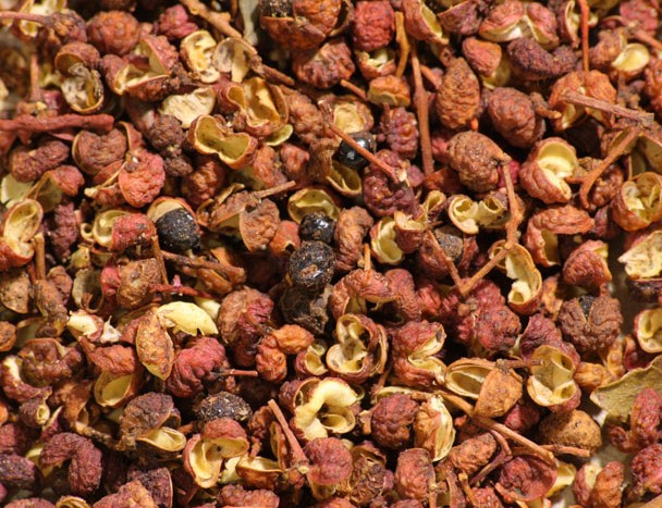 Sichuan_pepper,_including_husks,_seeds_and_stems